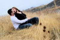 1121878_couple_in_love_in_the_grass_1