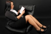 1269292_girl_lies_in_an_armchair_and_reads_1