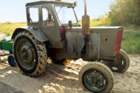 1367904_old_tractor