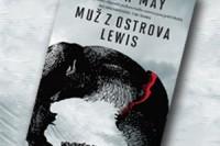 Muz-z-ostrova-Lewis_perex