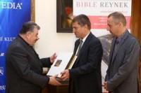 Predani-Bible-Reynek-kardinalovi