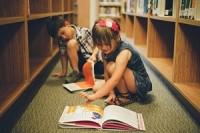 čtoucí děti - ilustrační