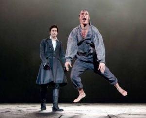 Stvořitel i stvůra ve Frankensteinovi (2011)