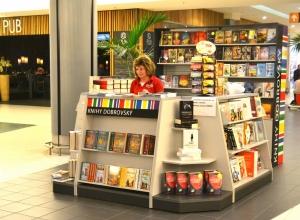 Knihy pana Vondrušky byly k dostání také ve stánku knihkupectví Dobrovský, jež byl partnerem akce.