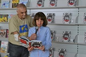 Také Iva Procházková přečetla jeden příběh z knihy.