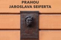 Jaromir Slomek_Prahou Jaroslava Seiferta
