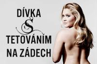 divka-s-tetovanim-na-zadech-perex