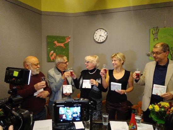 Zleva: Arnošt Goldflam, Miloň Čepelka, Jindřiška Nováková, Jitka Ježková, Pravomil Novák