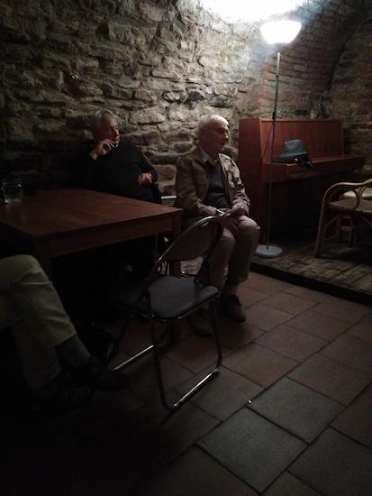 Vladimír Janovic (a vlevo za ním Jan Štolba z  Literárních novin)