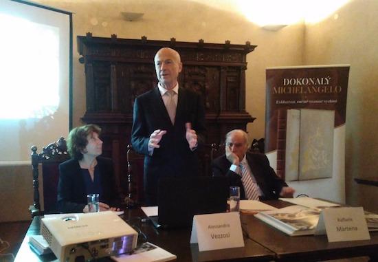 zleva: tlumočnice, Alessandro Vezzosi a Giorgio Armaroli