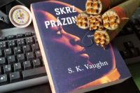 Vaughn_SkrzPrazdnotu